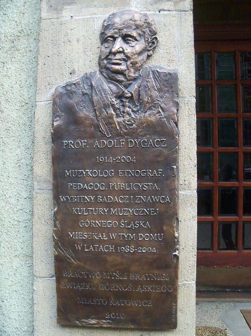 800px Katowice tablica Adolfowi Dygaczowi